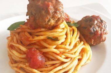 Spaghetti à la tomate et boulettes de viande recette
